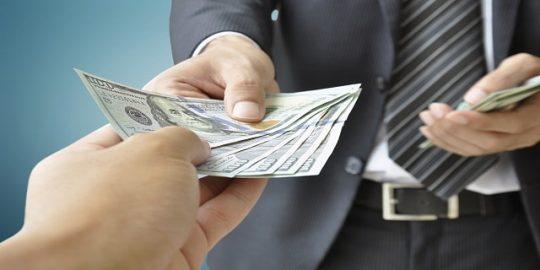 Keuntungan Pinjaman Uang Teman Daripada di Bank