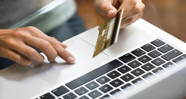 10 Keuntungan Bila Anda Memiliki Kartu Kredit Online